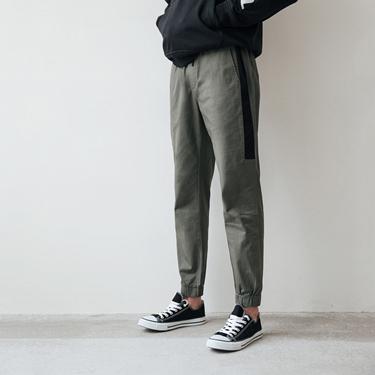 男裝修身拼接運動休閒束口褲